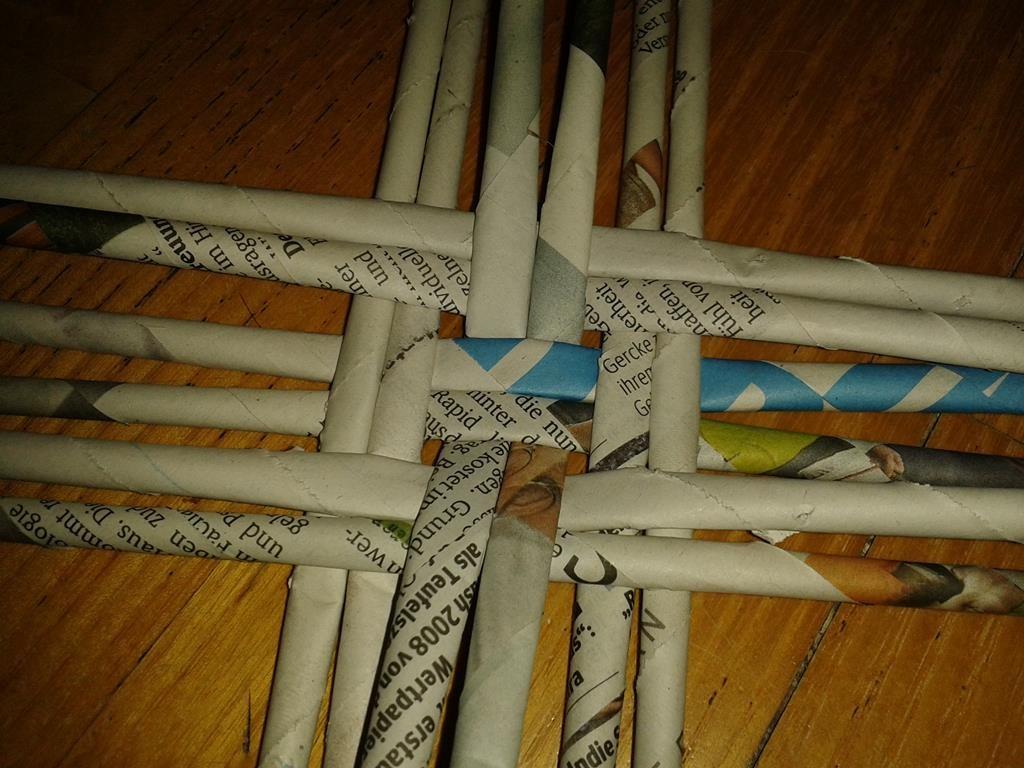 Papierflechten - der Boden des Werkstücks