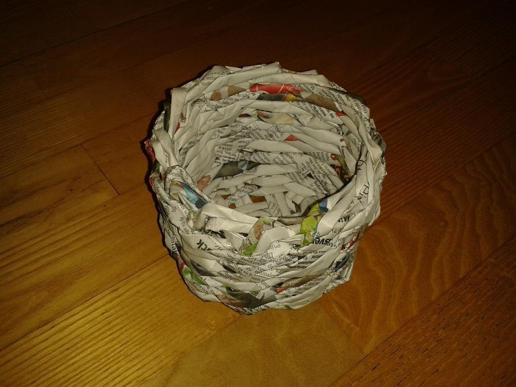 Fertiger Übertopf aus Altpapier