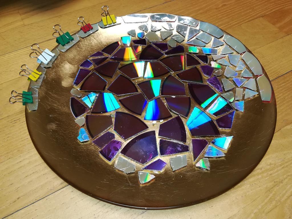 Mosaik-Schale aus alten DVDs