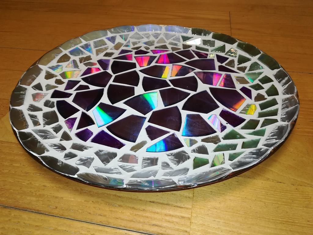 Fertige Mosaik-Schale aus alten DVDs
