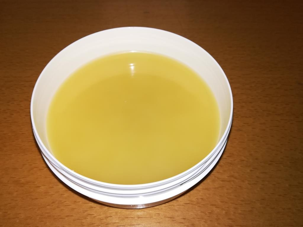 Ingwer-Zimt-Salbe abgefüllt