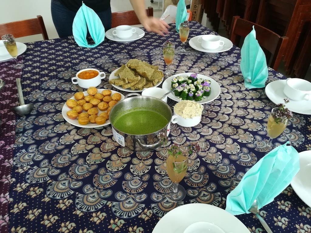 Gedeckter Tisch im Kräuterkurs